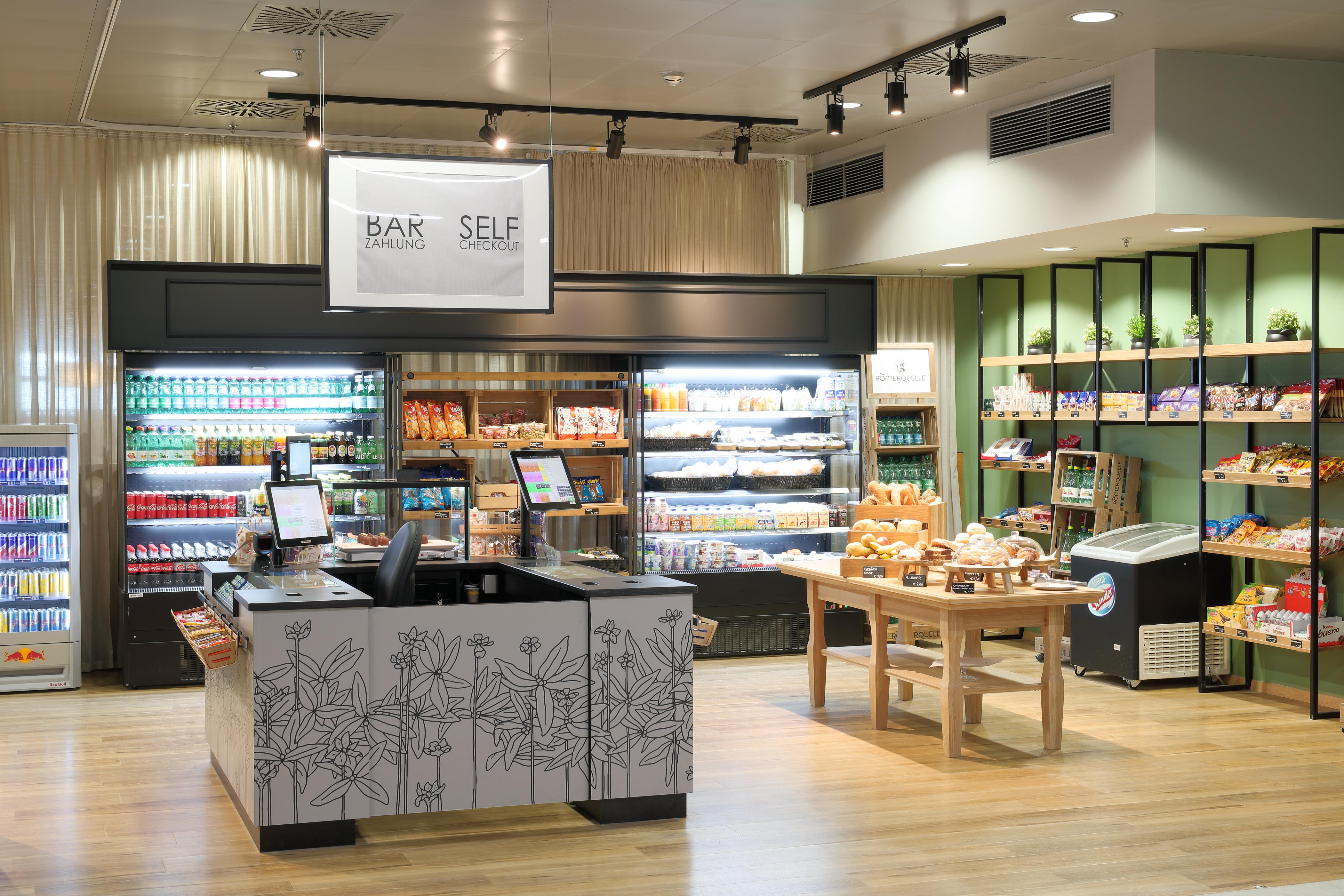 Photo: EURO PLAZA; Restaurant Plaza Eurest; self-service area in a friendly design; modern presentation of products on shelves and in refrigerators.
